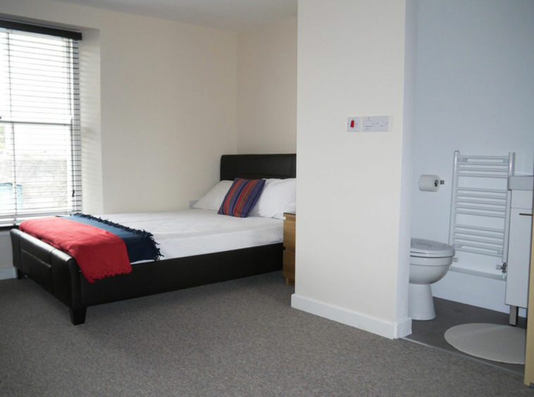 Student flat at The No Place, 6 bedroom flat to rent in Plymouth
